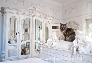 swedish_bedroom_mirrors